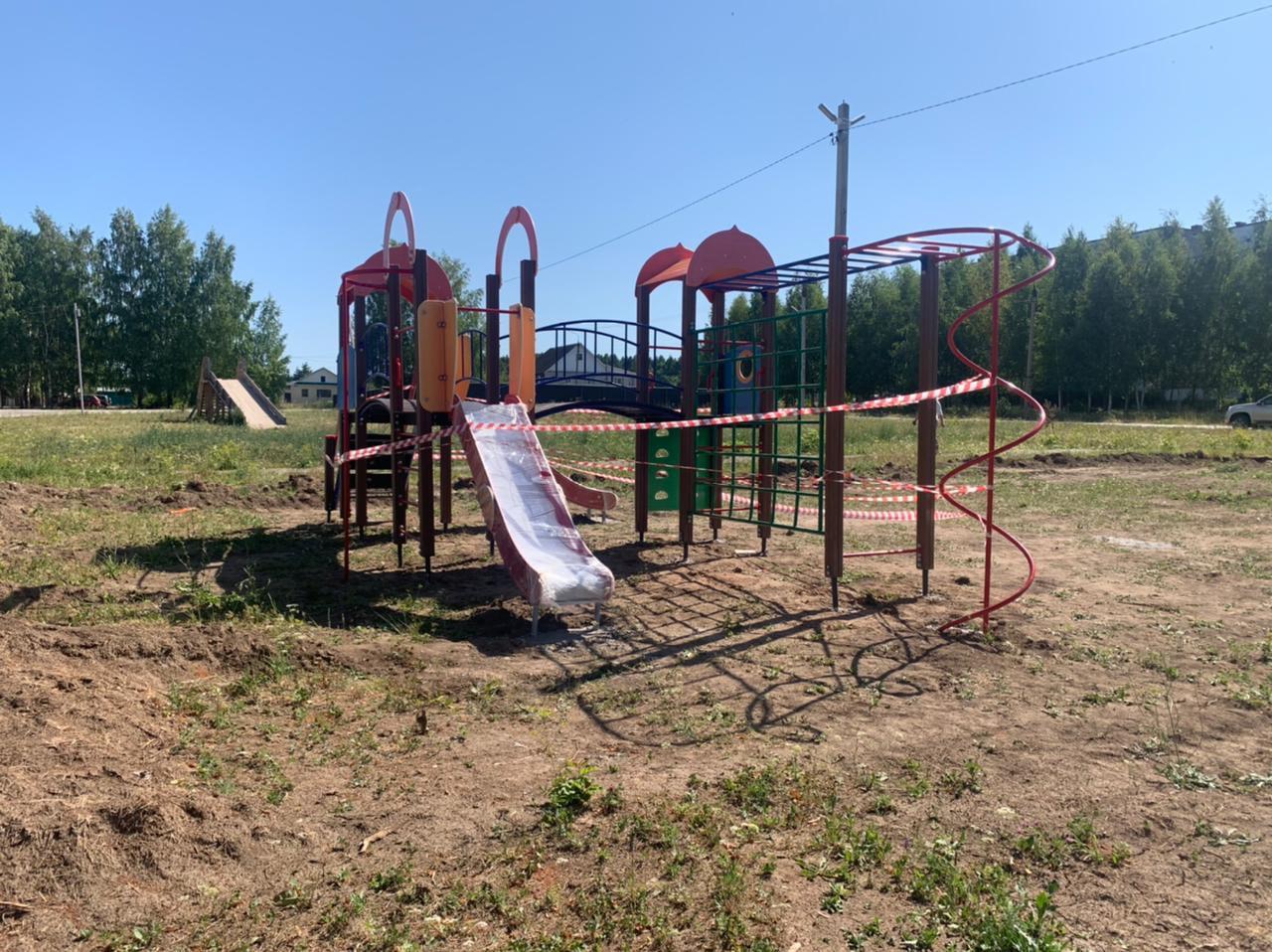 На [club180537655|Верхушке] вчера установили детскую площадку. Территория