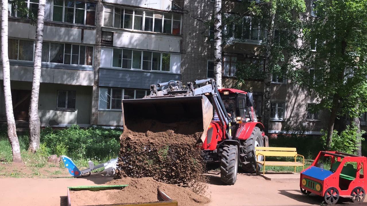 Завезен песок в песочник Московская 173
