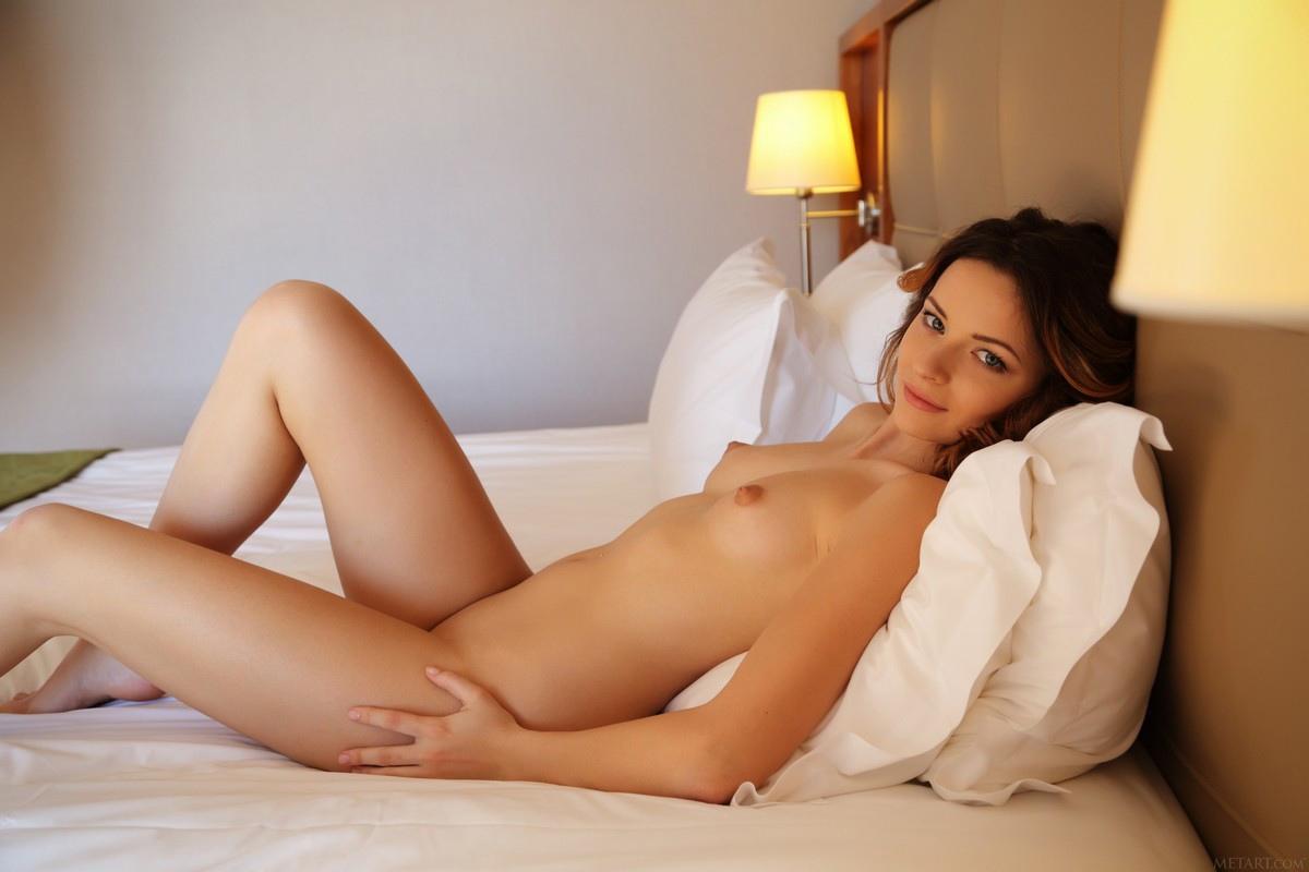 Фото Молодых Обнаженных Шатенок Порно