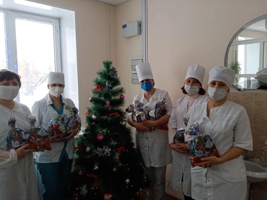 Дети медиков «красной зоны» получили новогодние подарки