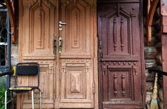 В соцсетях поделились фотографиями исторических дверей из города Кимры