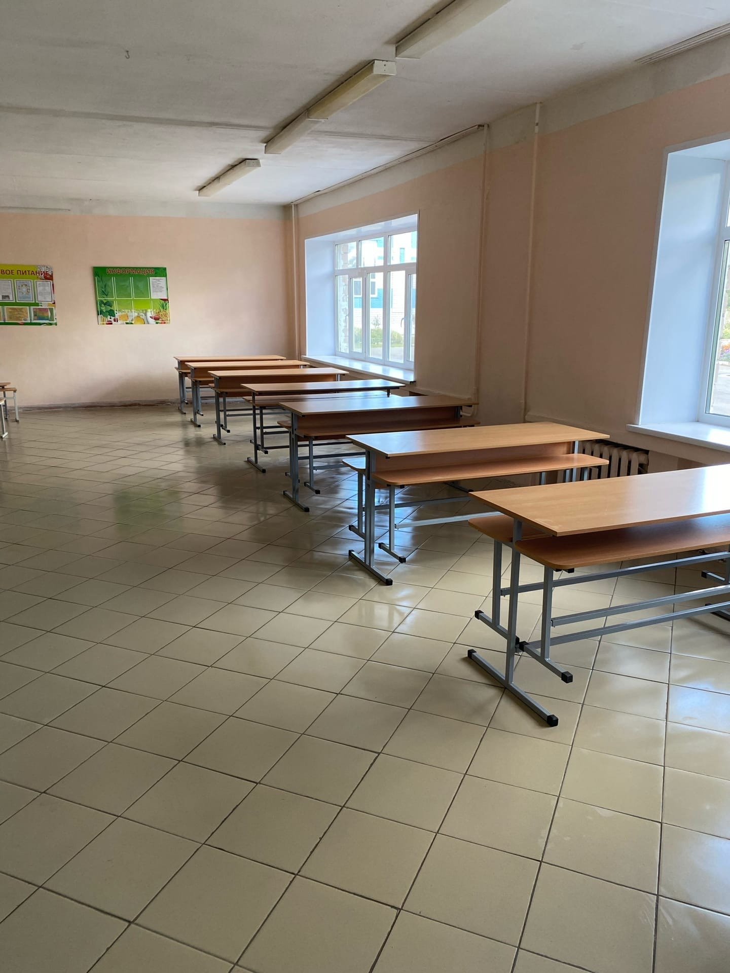 «Ученикам -каникулы, а школе -ремонт!» Ни для