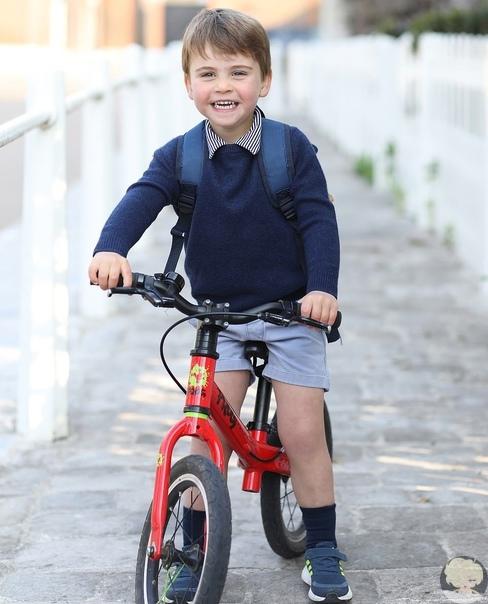 Принц Уильям и Кейт Миддлтон поделились фото принца Луи в день его рождения