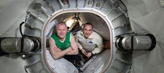 """«Приветствуем всех из нашего нового модуля """"Наука""""!: космонавты показали новую часть МКС изнутри"""