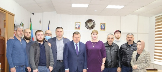 Благодарственные письма из рук мэра Кизляра Александра Шувалова получили предприниматели, общественники,