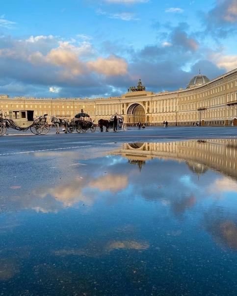 Дворцовая площадь в лучах закатного солнца ❤...