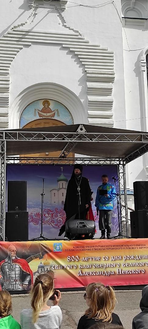 Рядом с собором Покрова Пресвятой Богородицы в г.