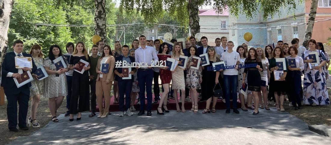 Выпускникам Петровского филиала СГТУ имени Гагарина Ю.А. вручили дипломы