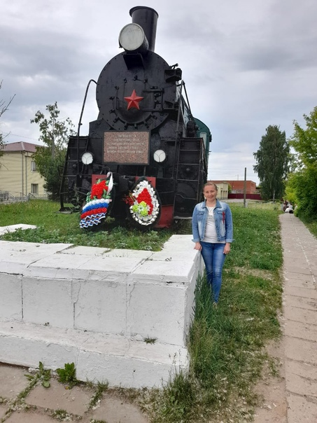 Паровоз-памятник Эр 785-01  Установлен в 2005 году