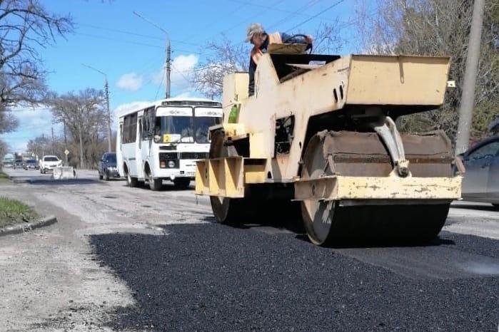 В городе Таганроге продолжается ремонт автодорог