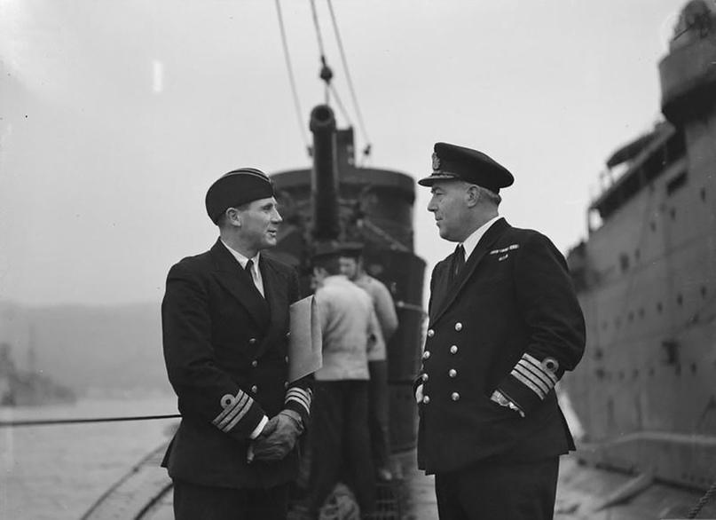 """Герой заполярной подводной войны, командир """"Трайдента"""" Дж. Слейден (слева)www.iwm.org.uk/"""