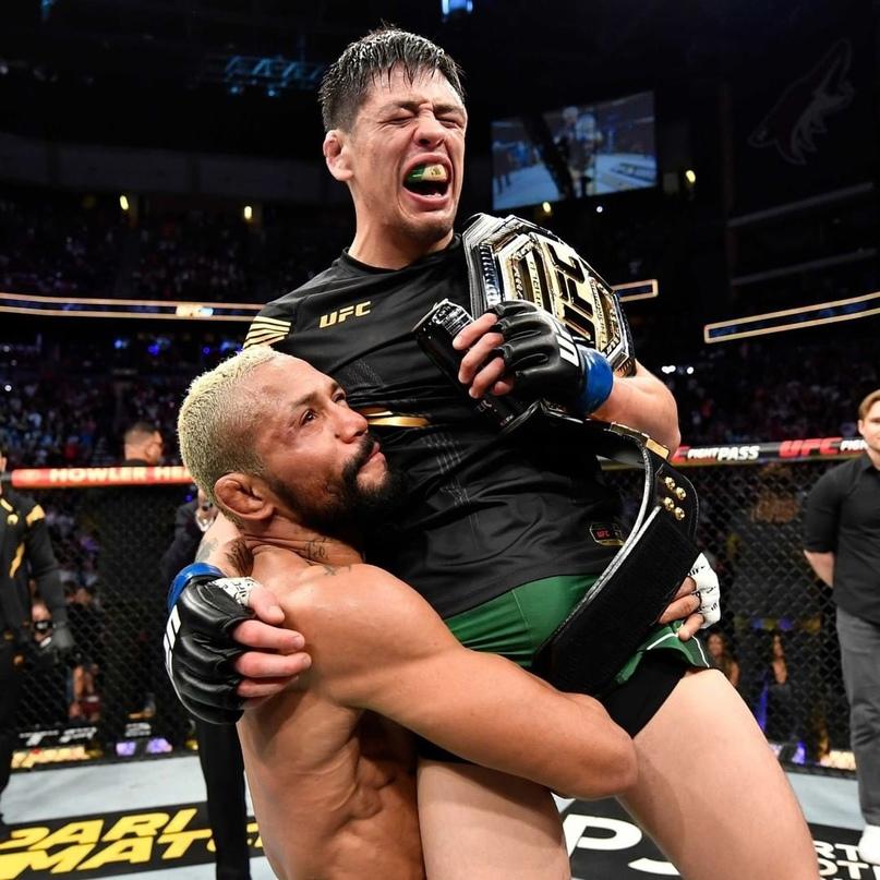 🏆 Брендон Морено - новый чемпион UFC в наилегчайшем весе.
