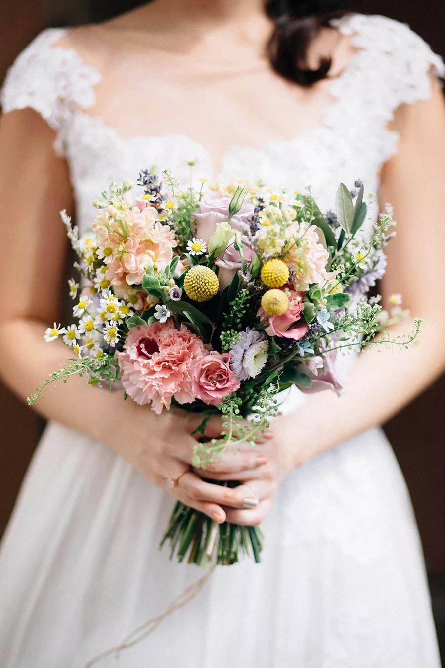 JlAvGDsv4v8 - Свадебные букеты с гвоздиками - фото