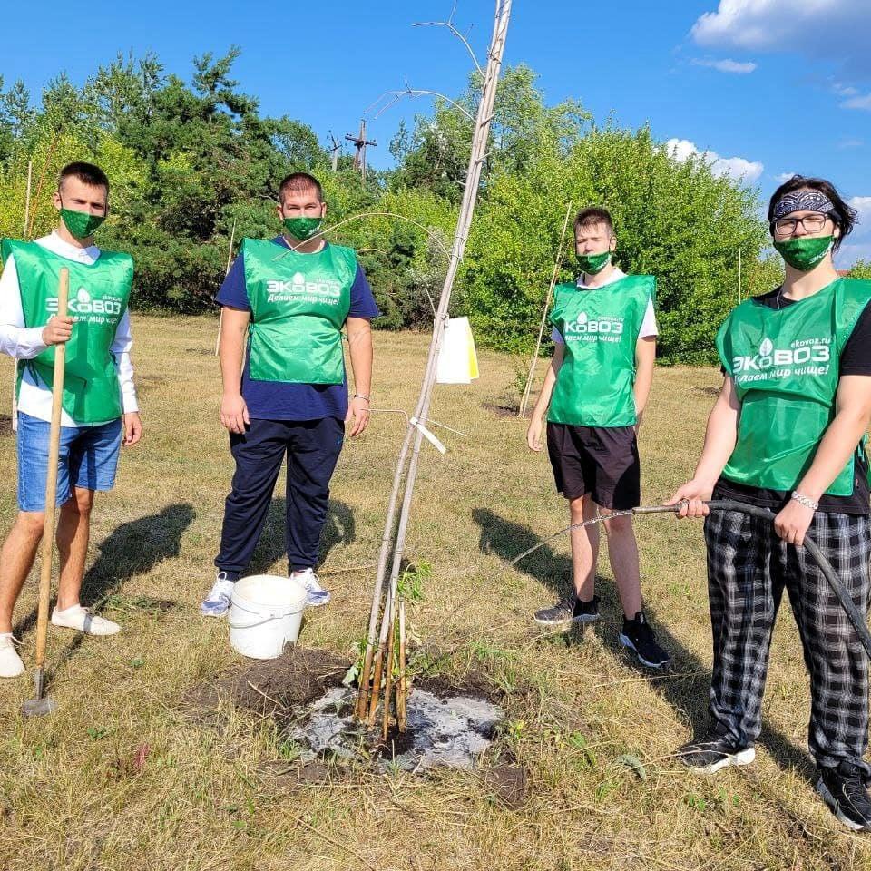 Участие в экологической акции по уходу за деревьями