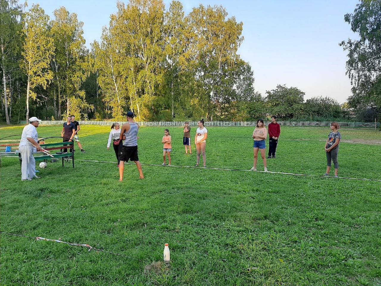 В Малоскарединском, Новопетровском и Кармацком сельских поселениях, на дворовых площадках, прошли соревнования по шашкам, дартсу, мини - футболу, волейболу и лёгкой атлетике в рамках мероприятий под названием
