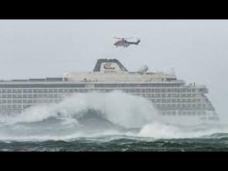 Пассажирский Круизный Лайнер попал в 12 бальный шторм. Cruise liner hit 12 ball storm!