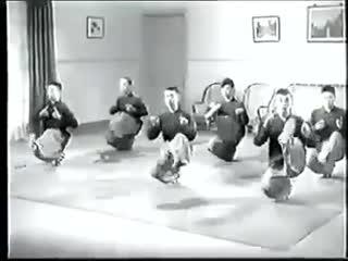 Тренировка в школе пекинской оперы. Документальные кадры (предположительно 60-е годы).