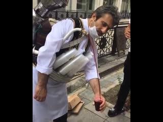 Вот так в Турции вино продают на улице.