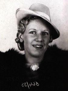 Нелли Кэмерон была одной из самых известных и самых желанных проституток Сиднея Лилиан Армфилд, первая женщина-полицейский Австралии, охарактеризовала Кэмерон как «всегда держащую равновесие на
